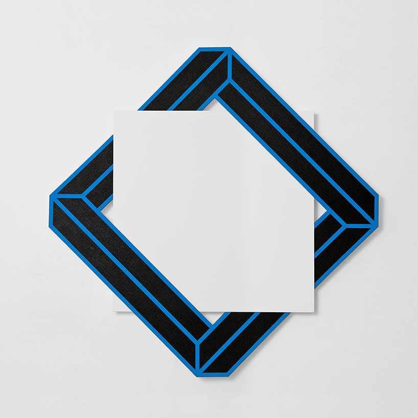 Красивая 3D инсталляция в форме квадрата