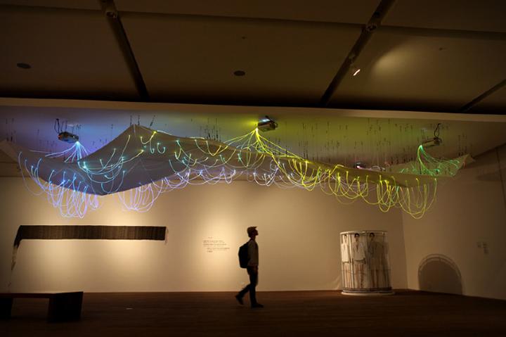 Замечательная световая инсталляция Mood Map
