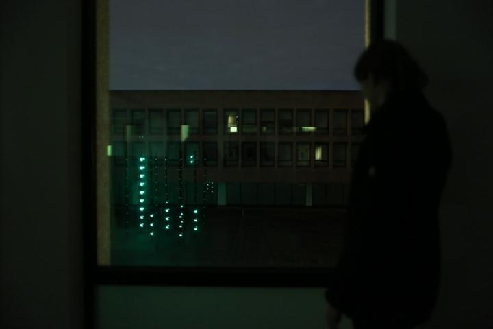 Современная арт-инсталляция «Boo» от Daan Roosegarde