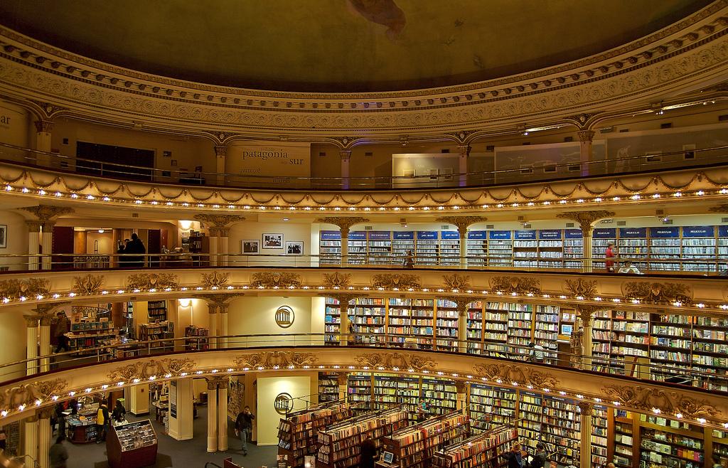 El Ateneo Grand Splendid: великолепный книжный магазин в театральном интерьере