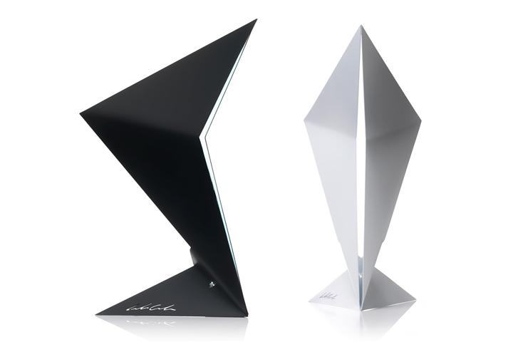 Черная и белая лампа от дизайнера Leonardo Criolani
