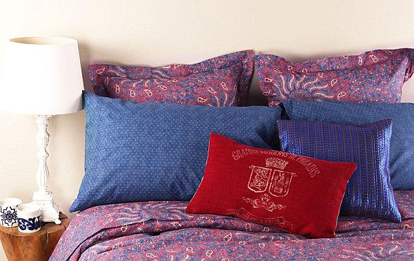Разноцветное постельное бельё