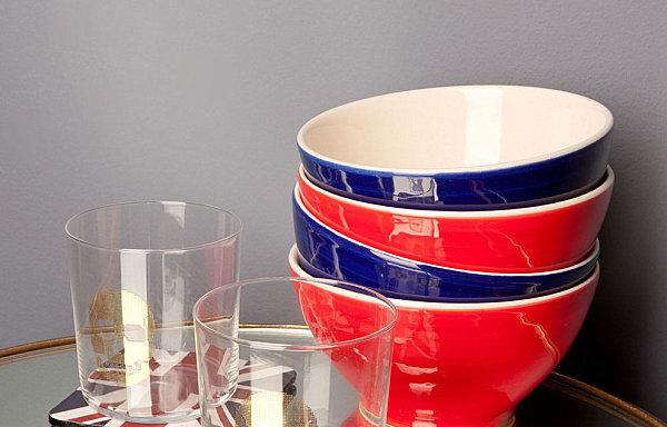 Керамические пиалы красного и синего цвета