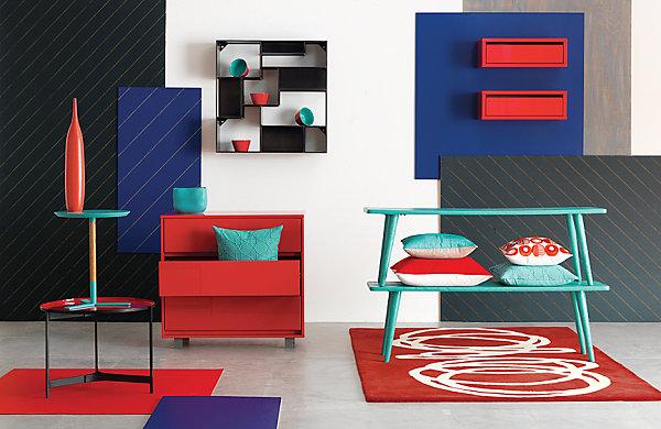 Красно-синий интерьер комнаты