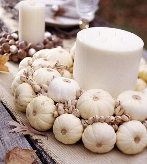 Тыквочки вокруг свечи
