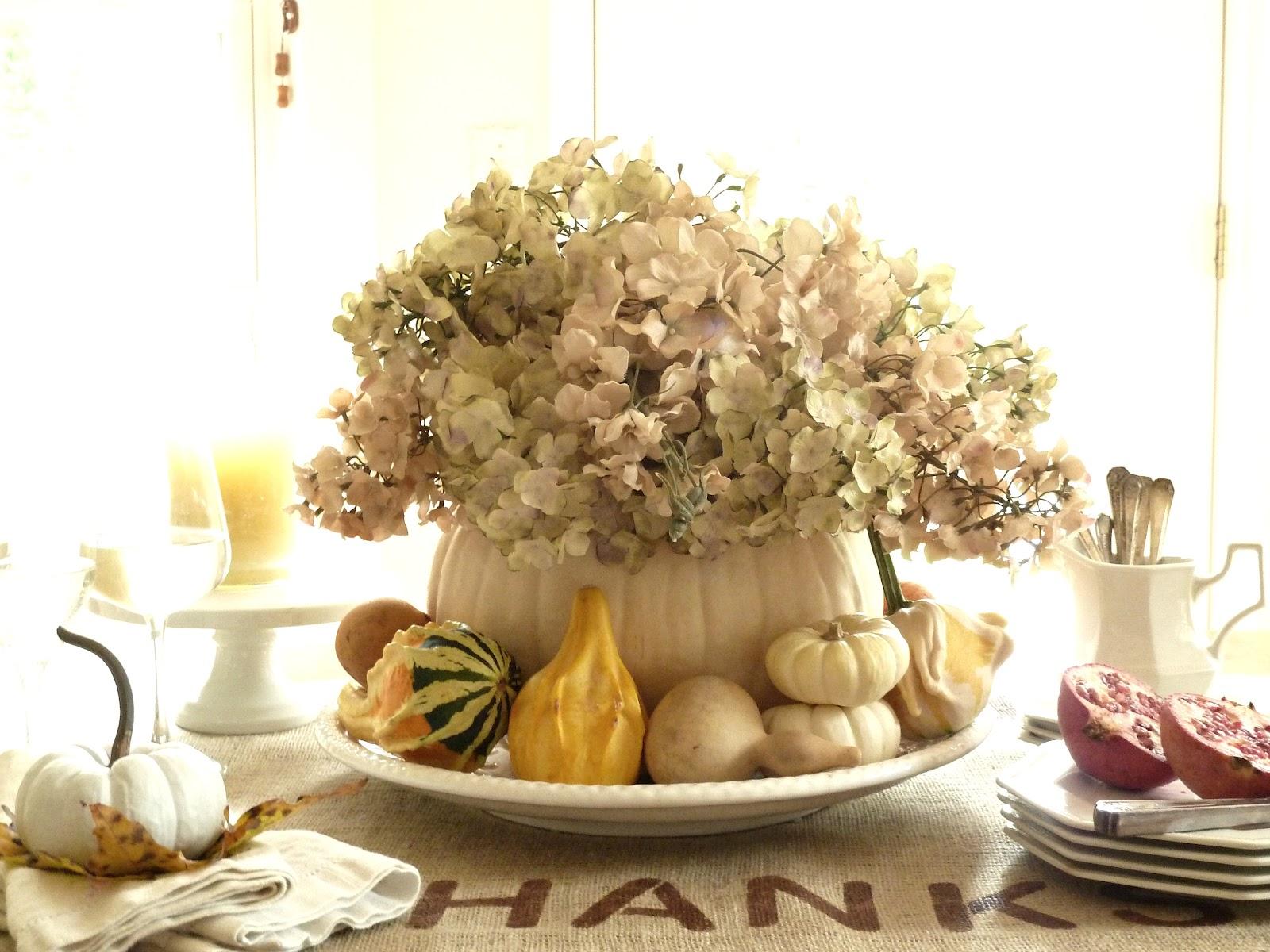 Цветы в большой тыкве