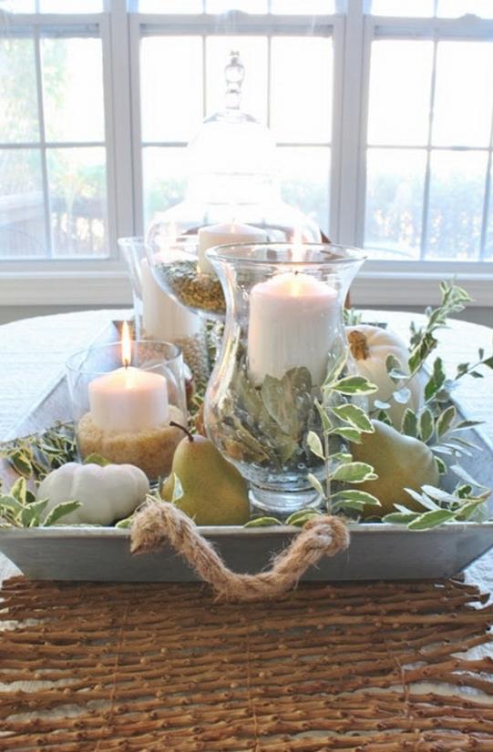 Свечи в стеклянных подсвечниках