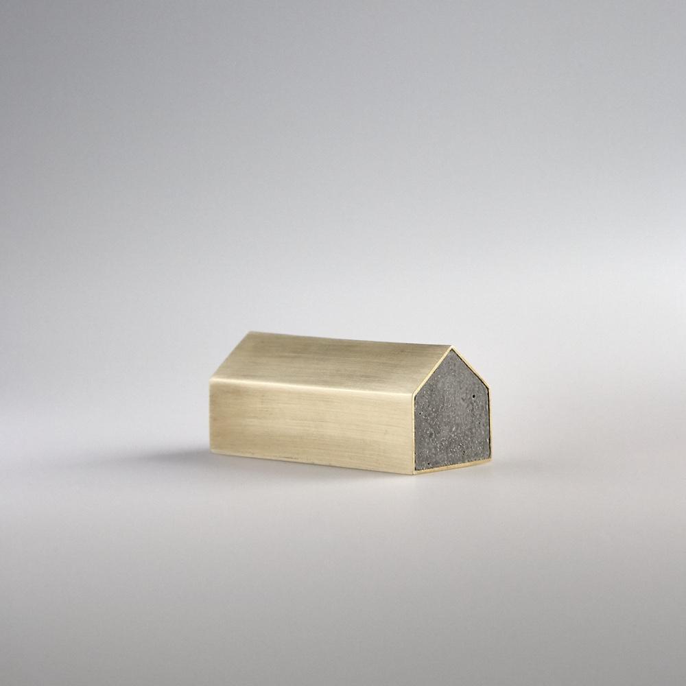 Пресс-папье из бетона в форме домика от австралийского дизайнера Kenny Yong-soo Son