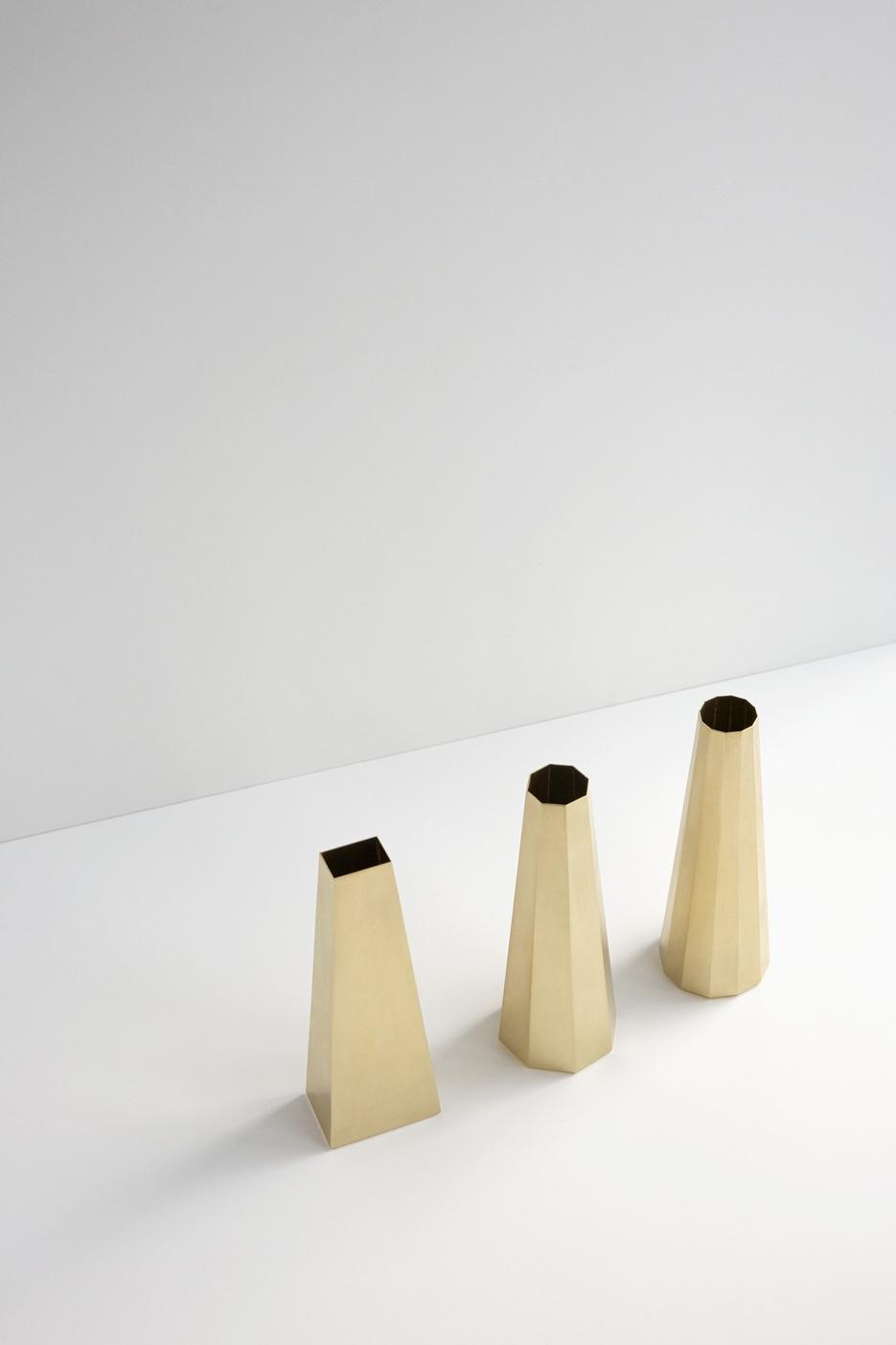 Латунные вазы геометрической формы от австралийского дизайнера Kenny Yong-soo Son