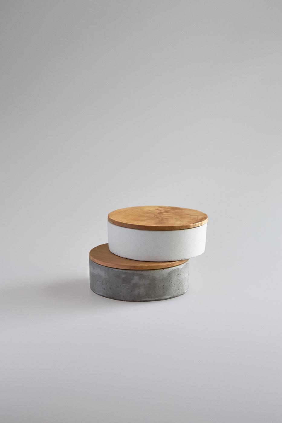 Бетонные шкатулки с деревянными крышками от австралийского дизайнера Kenny Yong-soo Son