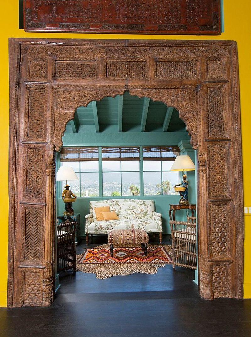 Ажурная арка в азиатском стиле в интерьере террасы