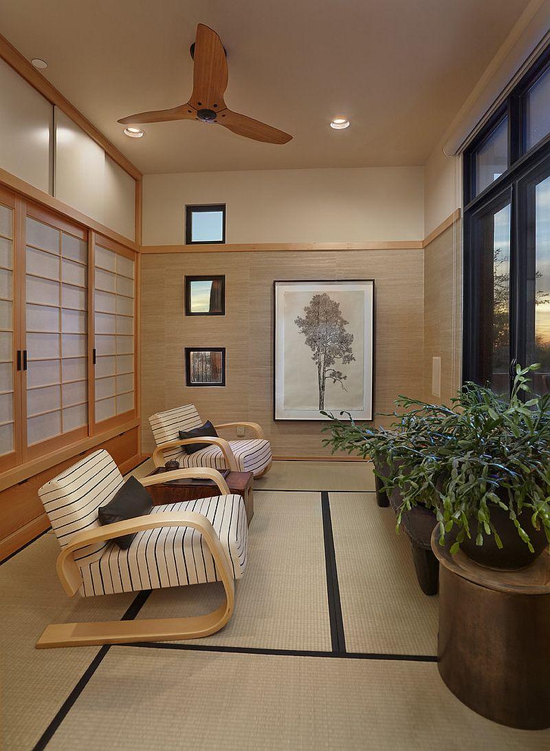 Оригинальные кресла в светлом интерьере террасы в азиатском стиле