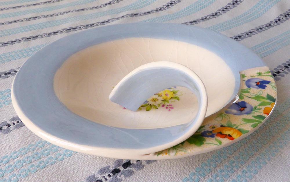 Сюрреалистическая керамическая посуда от Бекки Ридсдел