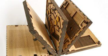 Секретный код от Брэди Уитни: сложная механическая книга-головоломка