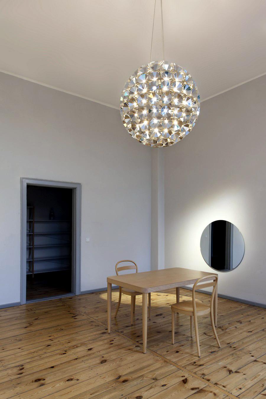 Потрясающий круглый подвесной светильник от Daniel Becker