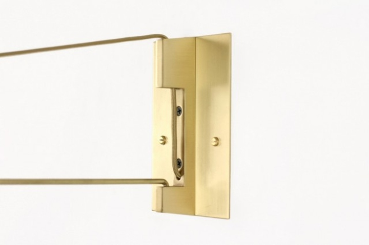 Удивительное крепление латунной лампы Ring Sconce & Brass от дизайнера Brendan Ravenhill