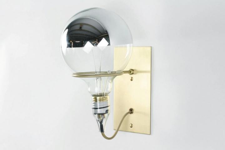 Красивая латунная лампа Ring Sconce & Brass от дизайнера Brendan Ravenhill