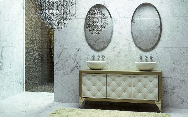 Элегантные круглые умывальники и роскошная люстра в ванной