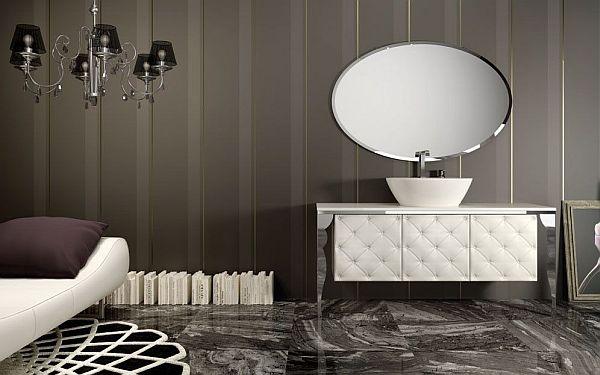 Роскошный интерьер ванной с мраморными элементами и кожаным шкафом