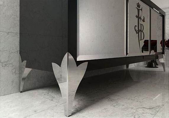 Хромированные ножки мебели в ванной