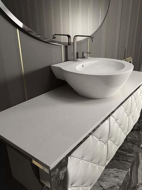 Кожаный шкаф в ванной