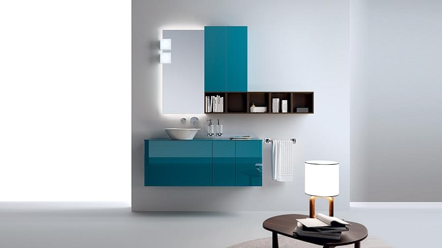 Прекрасные бирюзовые шкафчики в интерьере ванной комнаты