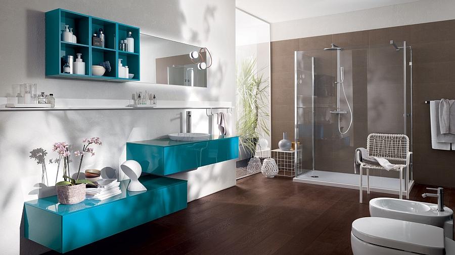Яркие бирюзовые шкафчики в интерьере ванной комнаты