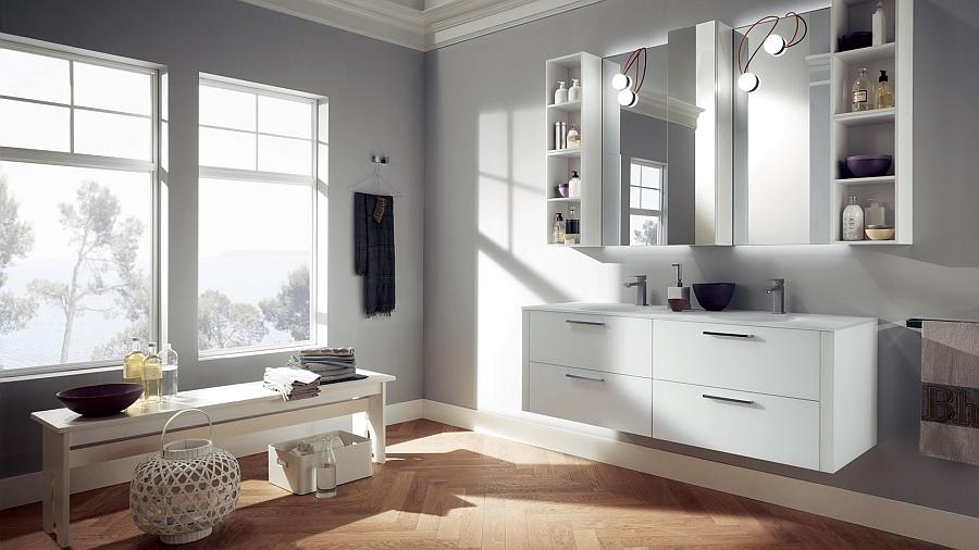 Белые шкафчики в интерьере ванной комнаты