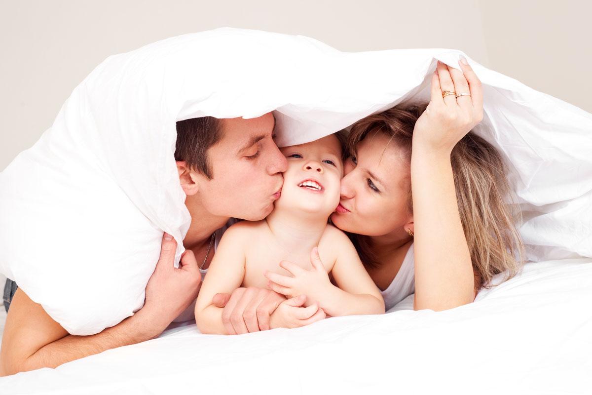 Сын спрятился под кровать мамы 17 фотография