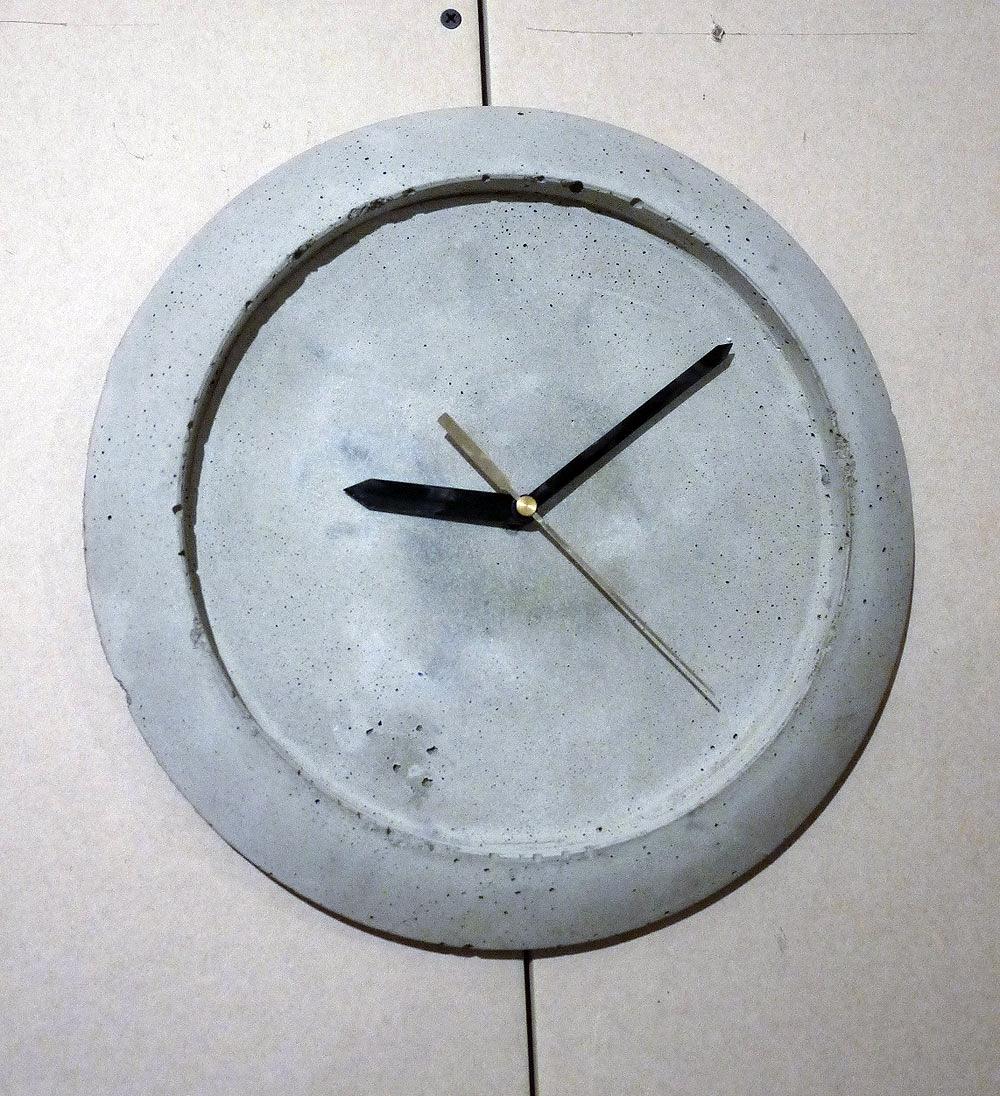 Восхитительные часы из бетона для интерьера