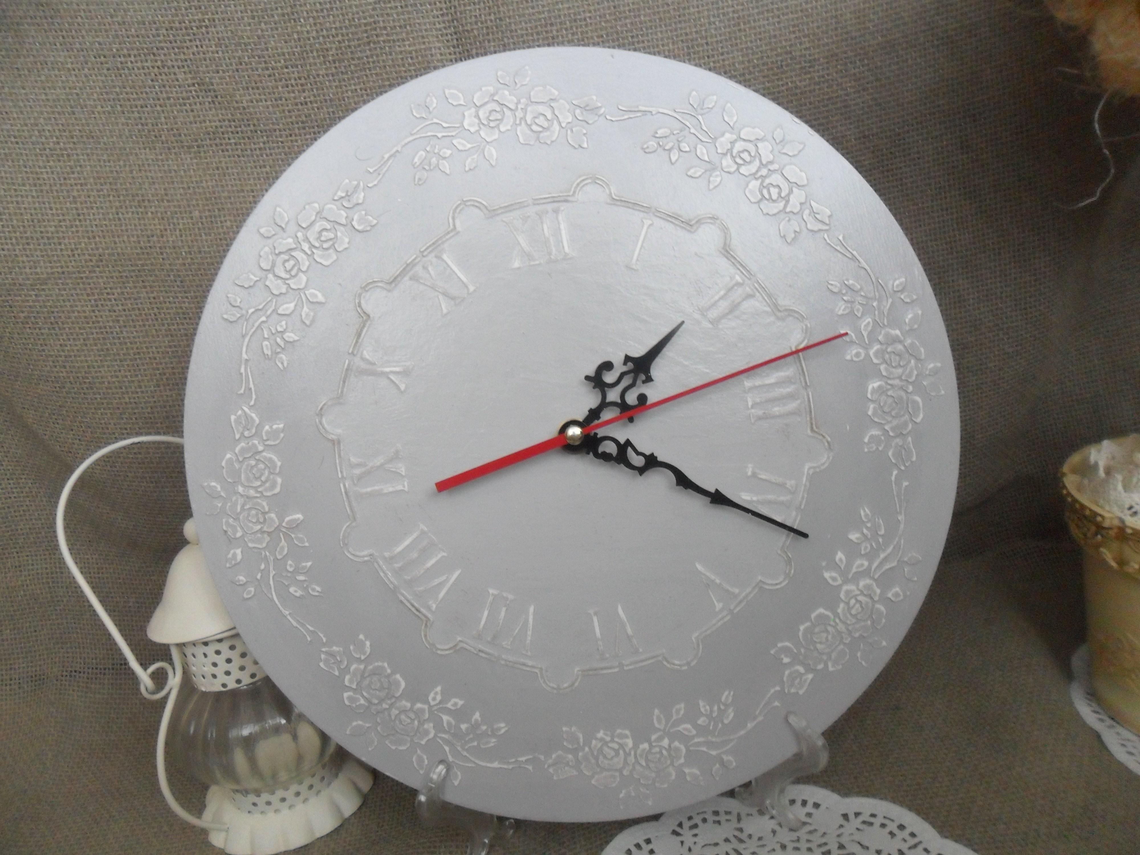 Изумительные часы из бетона для интерьера