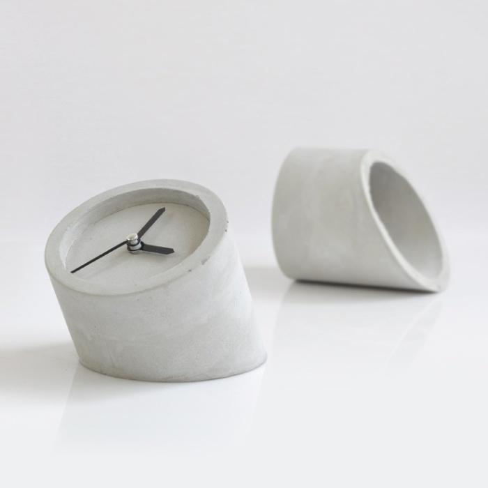 Бесподобные часы из бетона для интерьера