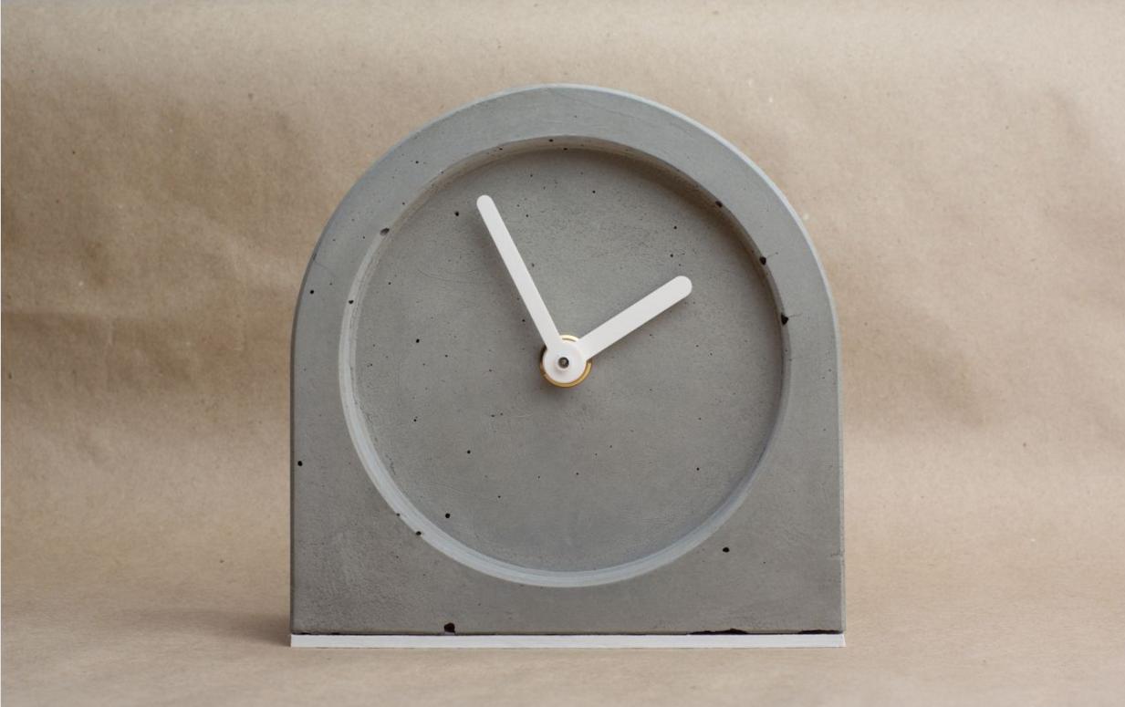 Роскошные часы из бетона для интерьера