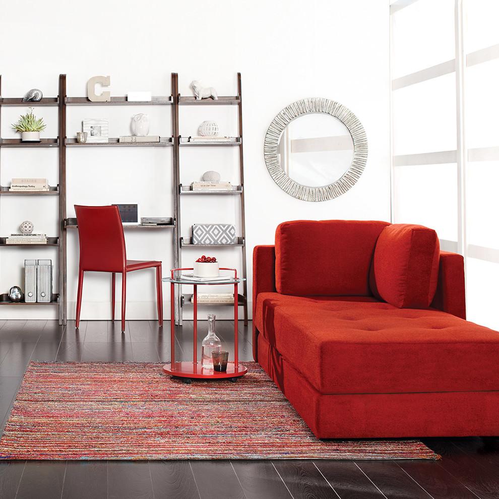 Металлический стол в интерьере гостиной в скандинавском стиле