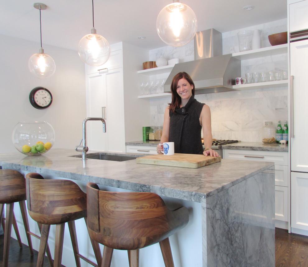Мраморный кухонный остров в современном стиле