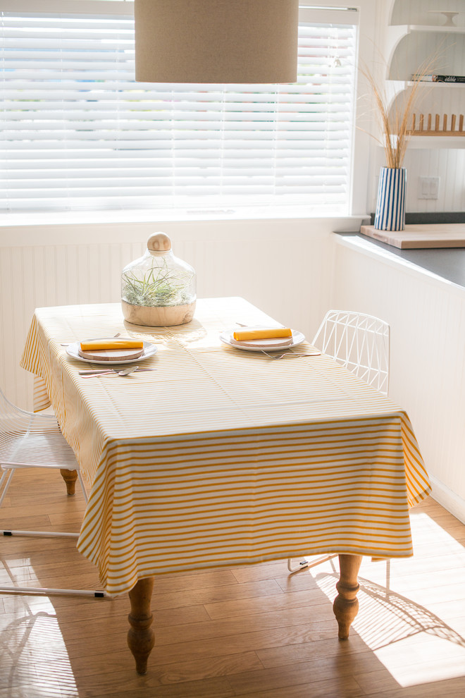Скатерть на столе в современном стиле