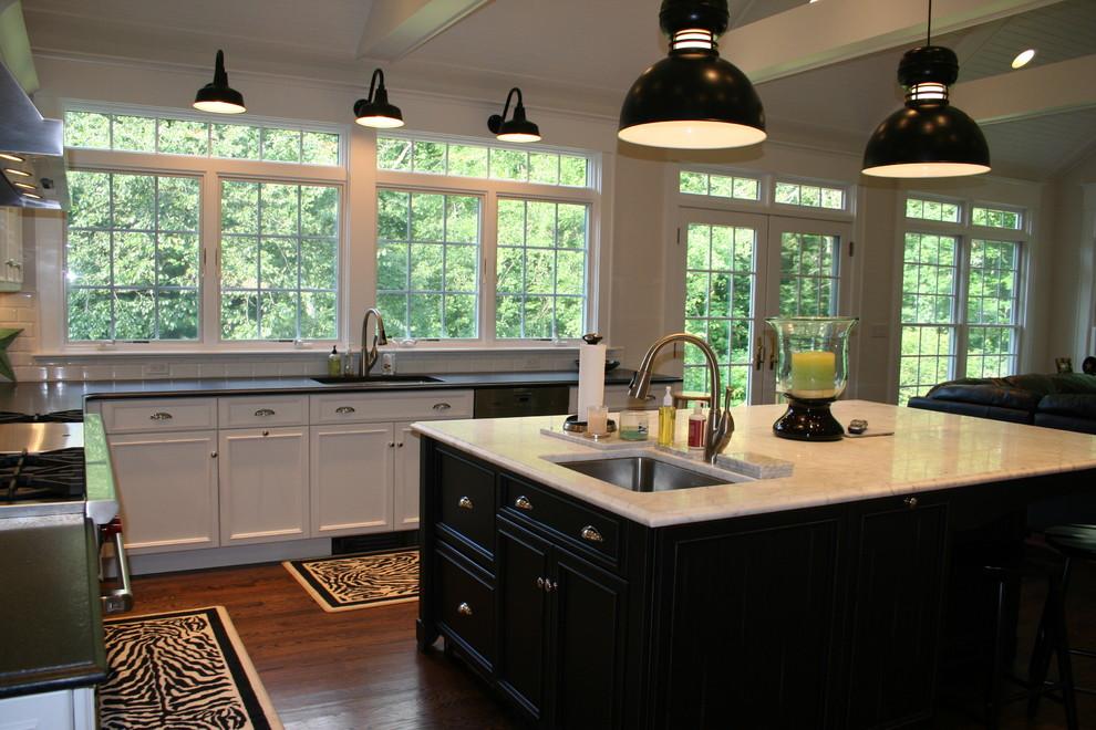 Настенные и подвесные светильники в интерьере кухни
