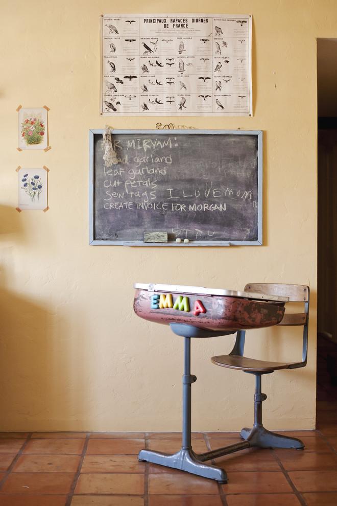 Старинный школьный стол и стул