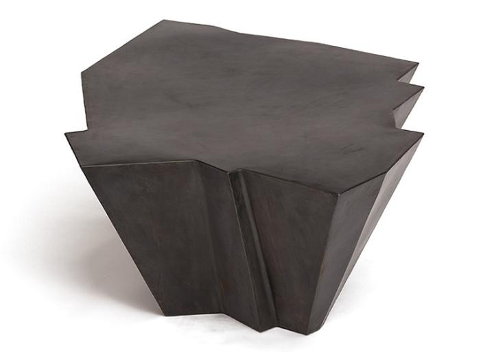 Черный столик от Эзри Тарази