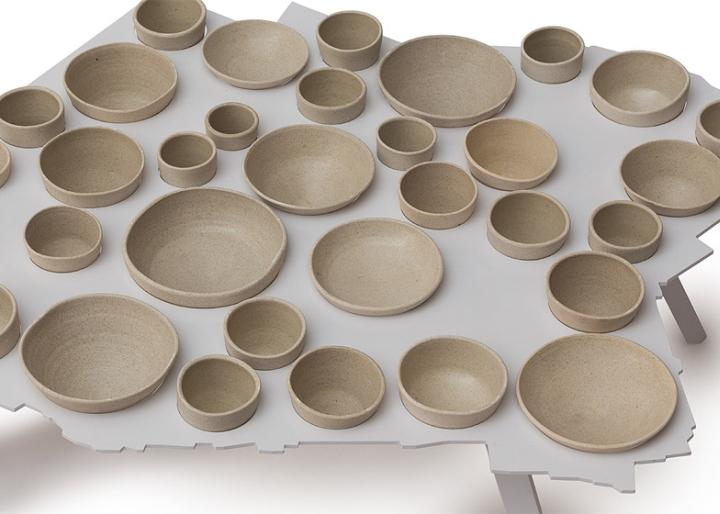 Посуда в столе от Эзри Тарази