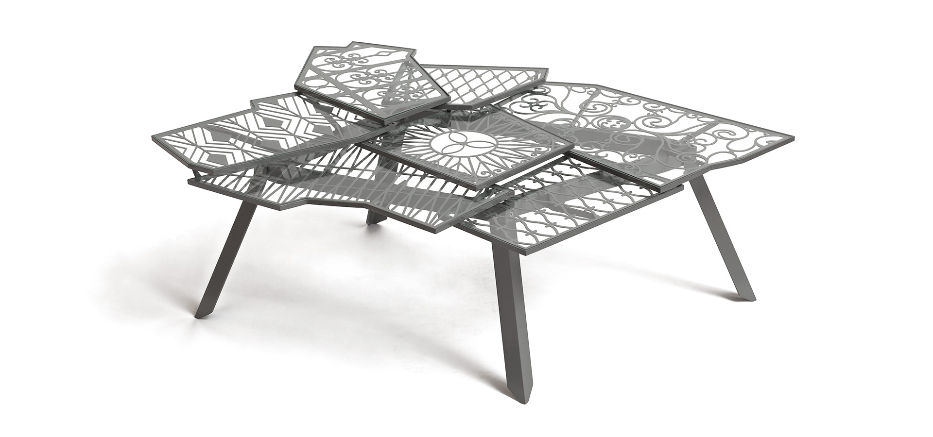 Серый стол от Эзри Тарази