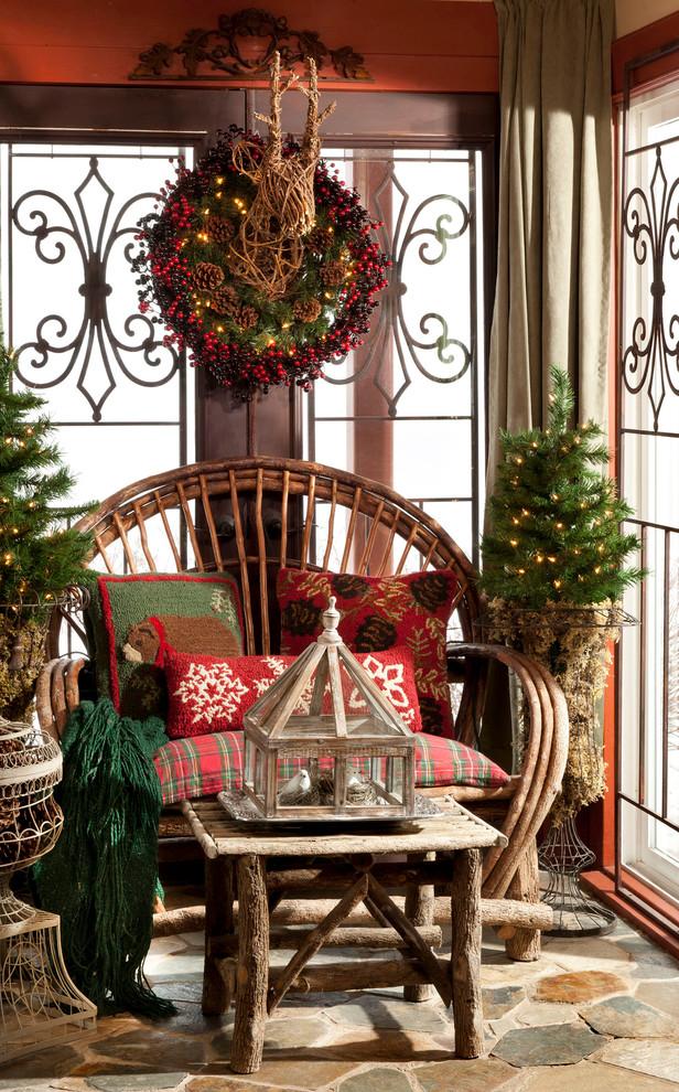 Красивое кресло в интерьере