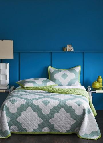 Цветы на постельном белье от Christiane Lemieux