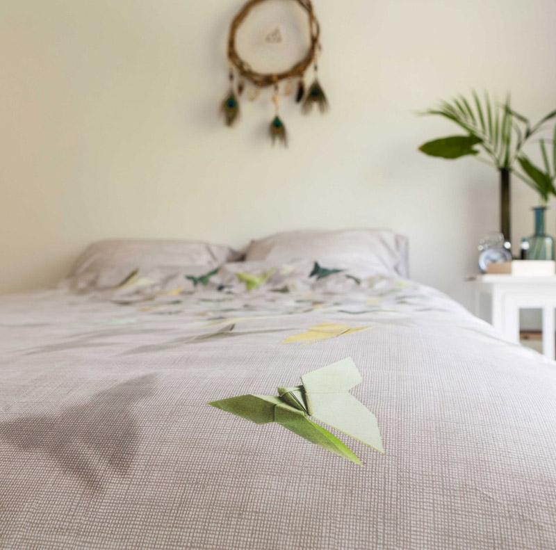 Летающая декоративная птичка на постельном белье от SNURK