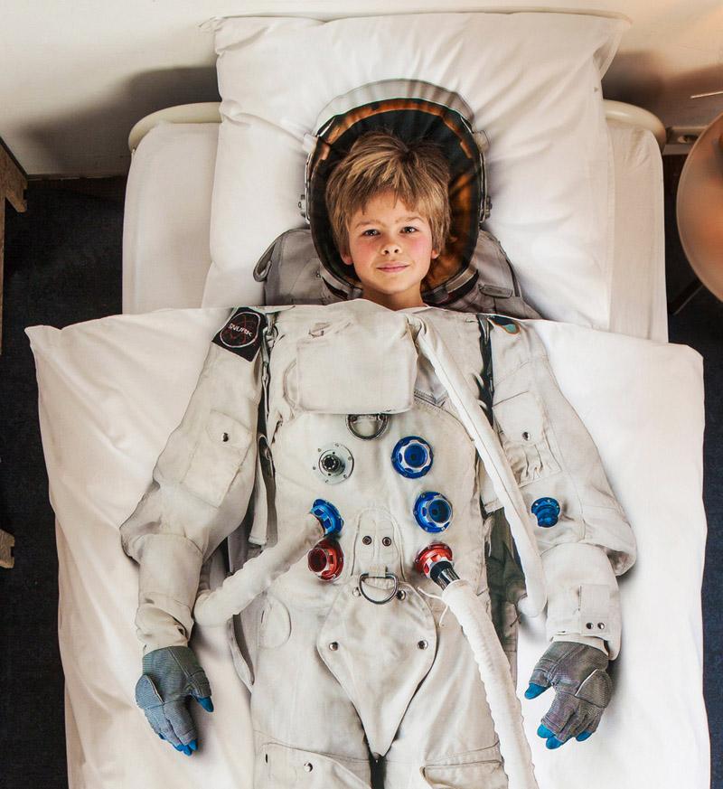 Мальчик в голове космонавта на постельном белье от SNURK