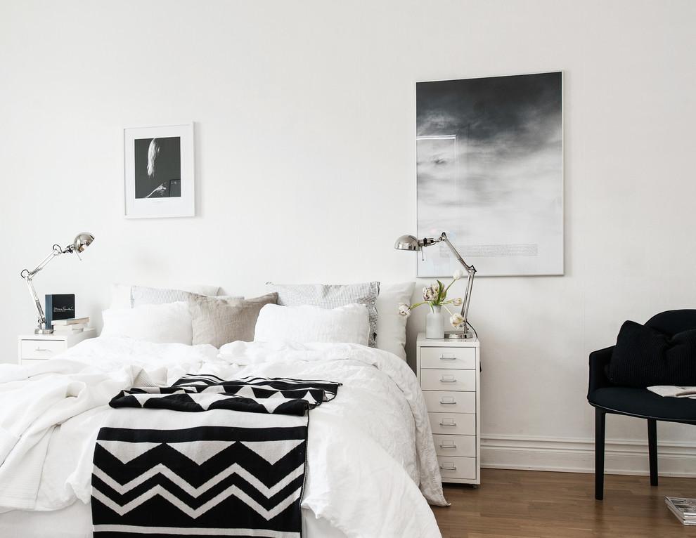 Белое с узорами постельное белье