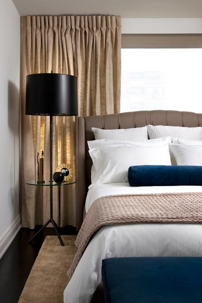 Подушка-валик на белом постельном белье