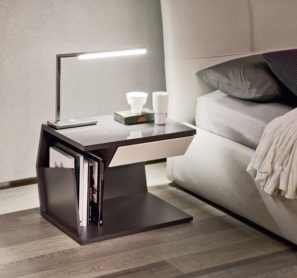 Шикарная тумбочка для хранения мелочей у кровати