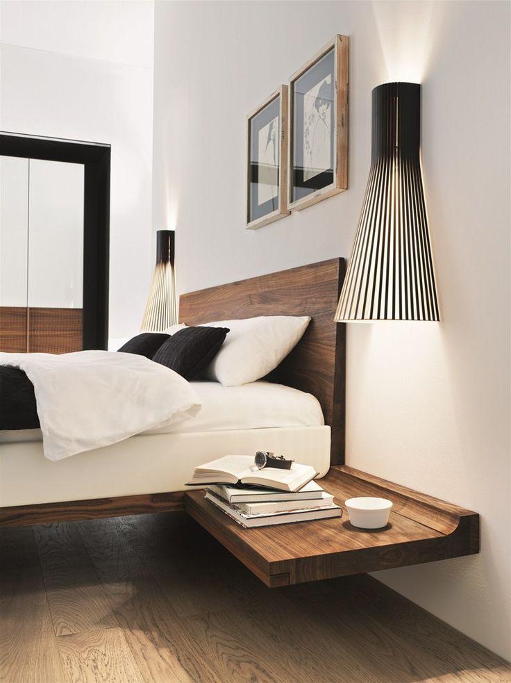 Замечательная тумбочка для хранения мелочей у кровати