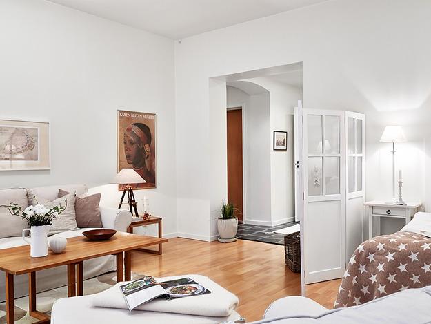 Природные акценты в мебели и на полу